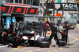 Nyck de Vries, ART Grand Prix, makes a pit stop