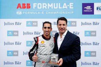 Sébastien Buemi, Nissan e.Dams, Nissan IMO1, reçoit le trophée de la pole position