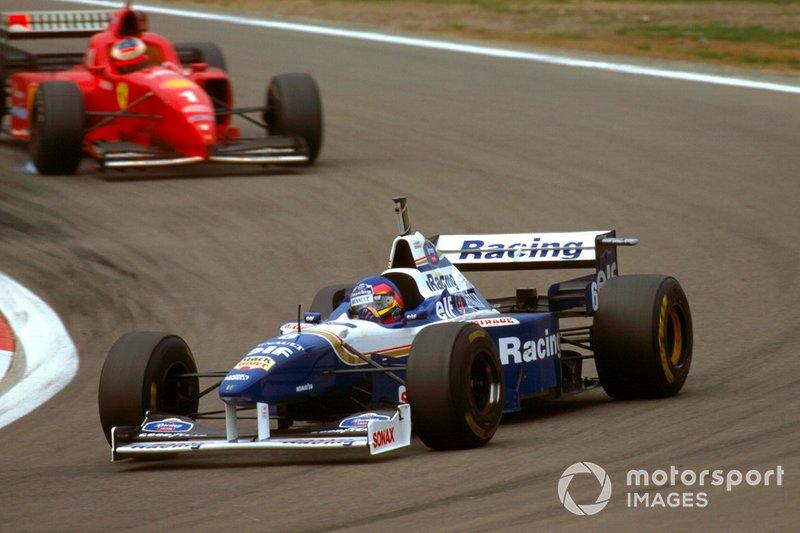 Jacques Villeneuve, Williams FW18 Renault, followed by Michael Schumacher, Ferrari F310