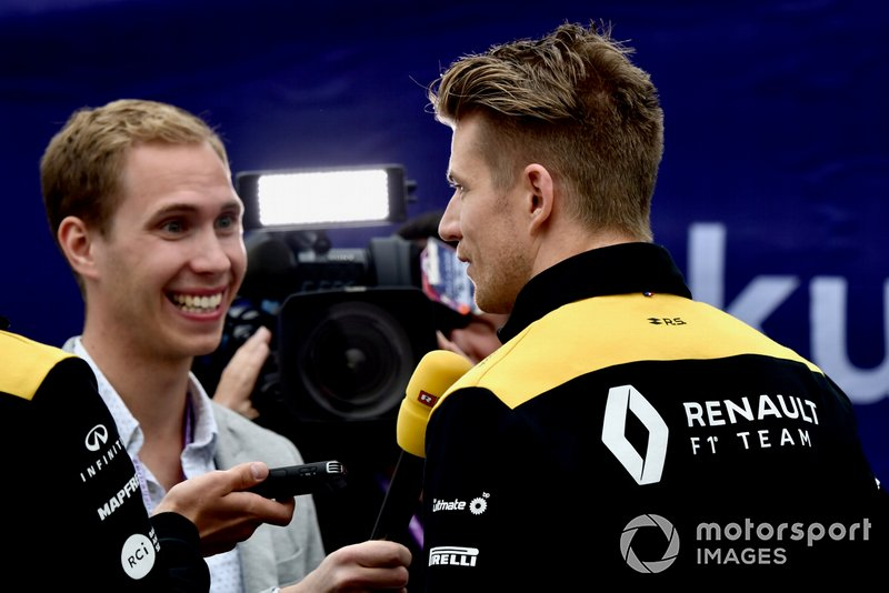 Nico Hulkenberg, Renault F1 Team talks to the media