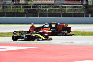 Dan Ticktum, Red Bull Racing RB15 stopped on track with Jack Aitken, Renault R.S. 19 driving past