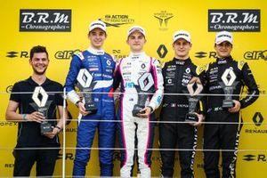 Podium race 2: winnaar Oscar Piastri, R-ACE GP, tweede Alexander Smolyar, R-ACE GP, derde Victor Martins, MP motorsport, rookie Caio Collet, R-ACE GP