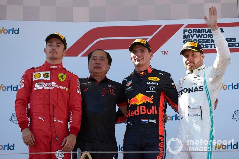 Podio: segundo lugar Charles Leclerc, Ferrari, Toyoharu Tanabe, F1 Director Honda, ganador de la carrera Max Verstappen, Red Bull Racing, y tercer lugar Valtteri Bottas, Mercedes AMG F1