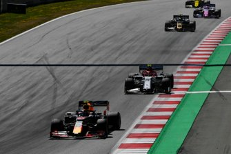 Pierre Gasly, Red Bull Racing RB15, leads Antonio Giovinazzi, Alfa Romeo Racing C38, Kevin Magnussen, Haas F1 Team VF-19, Sergio Perez, Racing Point RP19, and Nico Hulkenberg, Renault F1 Team R.S. 19