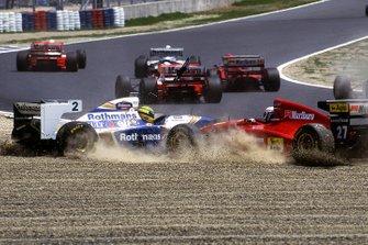 Nicola Larini, Ferrari 412T1 takes off Ayrton Senna, Williams FW16 at the first corner