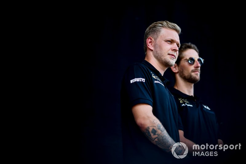 Kevin Magnussen, Haas F1 and Romain Grosjean, Haas F1 on stage on the fan zone