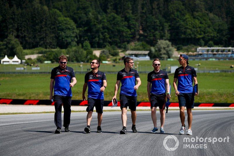 Alexander Albon, Toro Rosso walks the track with his team