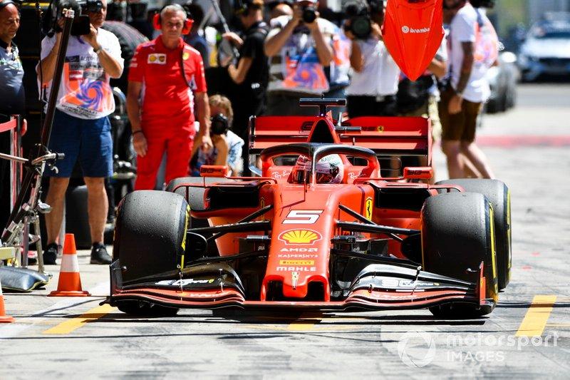 Sebastian Vettel, Ferrari SF90, in pit lane