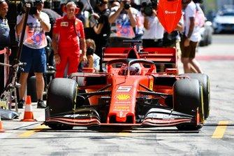 Sebastian Vettel, Ferrari SF90, in the pit lane