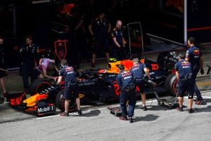 Pierre Gasly, Red Bull Racing RB15, in the pits during Qualifying