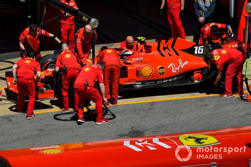 Charles Leclerc, Ferrari SF90, nella pit lane