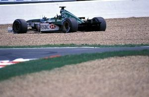 Eddie Irvine, Jaguar Cosworth R3 lost his rear wing