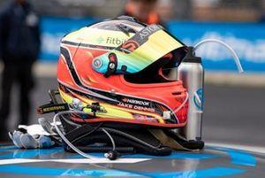 Шлем гонщика R-Motorsport Джейка Денниса