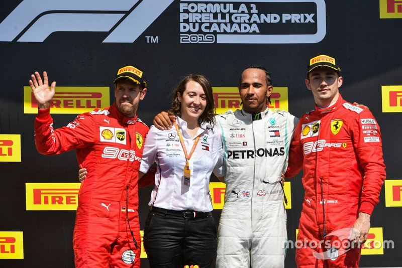 Sebastian Vettel, Ferrari, Lewis Hamilton, Mercedes AMG F1 e Charles Leclerc, Ferrari, festeggiano sul podio