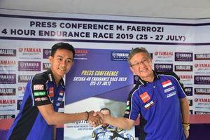 M Faerozi dan Minoru Morimoto, President Director & CEO PT Yamaha Indonesia Motor Mfg