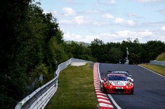 #30 Frikadelli Racing Team Porsche 911 GT3 R: Klaus Abbelen, Alexander Müller, Robert Renauer, Thomas Preining