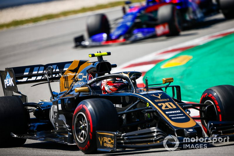 Kevin Magnussen, Haas F1 Team VF-19, Daniil Kvyat, Toro Rosso STR14