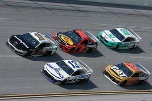 Aric Almirola, Stewart-Haas Racing, Ford Mustang Smithfield Ty Dillon, Germain Racing, Chevrolet Camaro GEICO