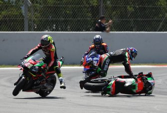 L'incidente di Bradley Smith, Aprilia Racing Team Gresini con Aleix Espargaro, Aprilia Racing Team Gresini
