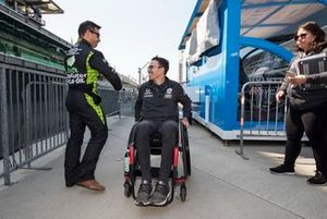 Oriol Servia, Arrow Schmidt Peterson Motorsports Honda greets Robert Wickens
