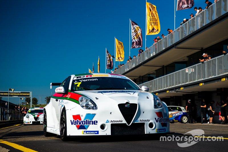 #7 Garry Rogers Motorsport, Jimmy Vernon, Alfa Romeo Giulietta