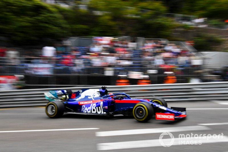 7: Daniil Kvyat, Toro Rosso STR14, 1'11.271