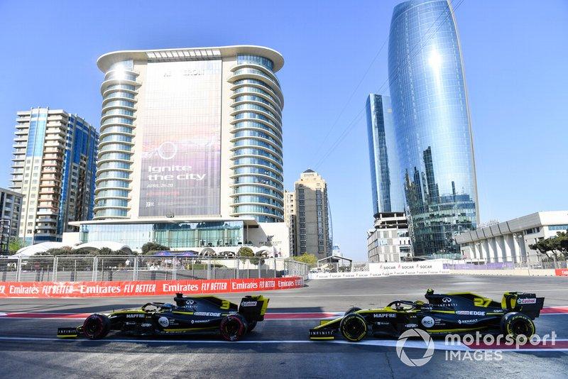 Daniel Ricciardo, Renault R.S.19, devant Nico Hulkenberg, Renault R.S. 19