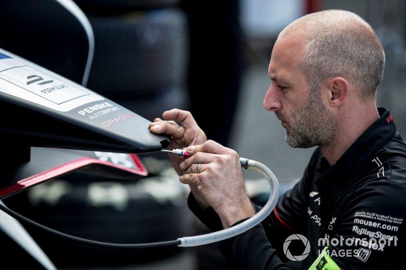 Dragon mechanic working on their car