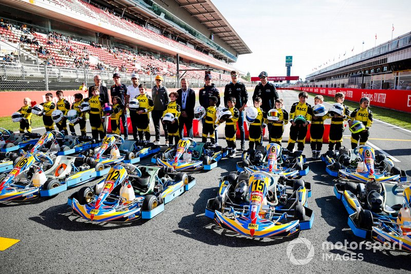 Max Verstappen, Red Bull Racing, Carlos Sainz Jr., McLaren, Lando Norris, McLaren, Pierre Gasly, Red Bull Racing, George Russell, Williams Racing y Robert Kubica, Williams Racing en el evento de RACC Kids karting