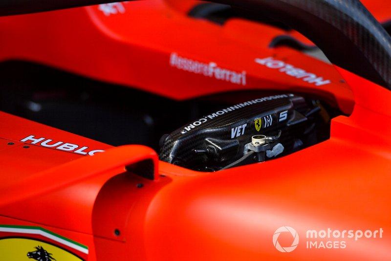 Parte trasera del coche de Sebastian Vettel, volante Ferrari SF90