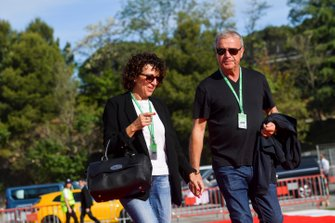 Grace Ricciardo et Joe Ricciardo, les parents de Daniel Ricciardo, Renault arrivent dans le paddock