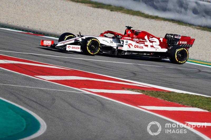 Kimi Raikkonen, Alfa Romeo Racing C39, spins