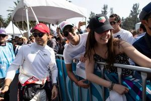 Felipe Massa, Venturi signs autographs for fans