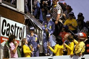 Podium: second place Clay Regazzoni, Ferrari, Race winner Niki Lauda, Ferrari, third place Emerson Fittipaldi, McLaren