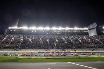 Duel #1 start lead by Ricky Stenhouse Jr., JTG Daugherty Racing, Chevrolet Camaro Kroger