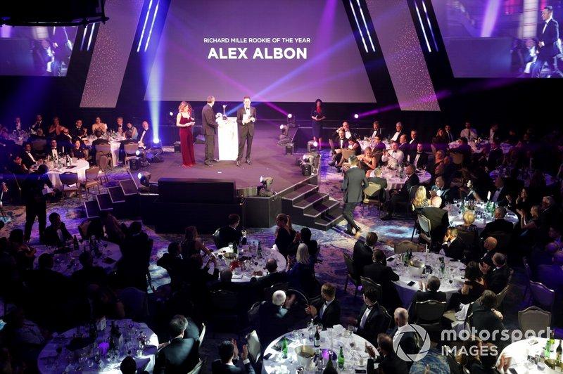 Alexander Albon, Red Bull Racing, gana el premio Novato del Año