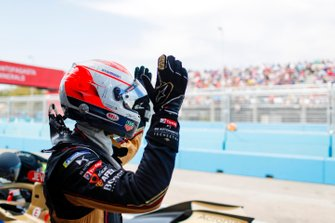 Jean-Eric Vergne, DS Techeetah, DS E-Tense FE20, waves to the crowd after retiring