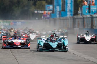 Митч Эванс, Jaguar Racing, Jaguar I-Type 4, Паскаль Верляйн, Mahindra Racing, Mahindra M6Electro, и Максимилиан Гюнтер, BMW i Andretti Motorsport, BMW iFE.20