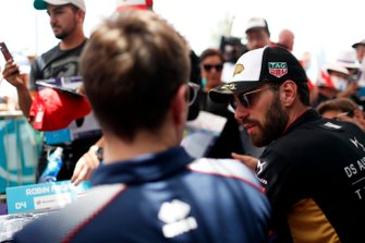 Robin Frijns, Virgin Racing, Jean-Eric Vergne, DS Techeetah signs autographs autographs for fans