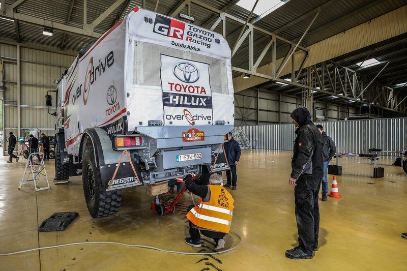 Verificaciones en Paul Ricard antes del embarque del Dakar 2020