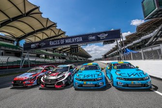 Gruppenfoto: Die Autos der WTCR-Titelkandidaten 2019 beim Finale: Norbert Michelisz, BRC Hyundai N Squadra Corse Hyundai i30 N TCR, Esteban Guerrieri, ALL-INKL.COM Münnich Motorsport Honda Civic Type R TCR, Yvan Muller, Cyan Racing Lynk & Co 03 TCR, Thed Björk, Cyan Racing Lynk & Co 03 TCR
