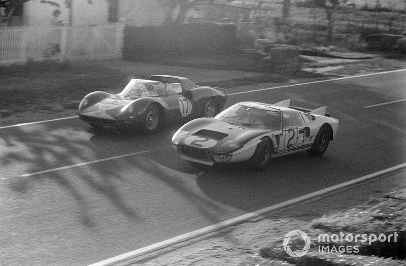 David Piper, Jo Bonnier, Maranello Concessionaires Ltd, Ferrari 365 P2, y Phil Hill, Chris Amon, Shelby-American Inc, Ford GT40 Mk