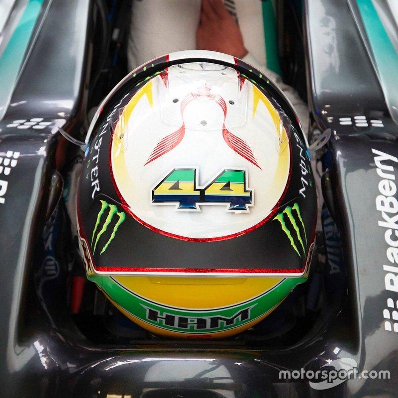 Capacete anterior de Lewis Hamilton, Mercedes AMG F1