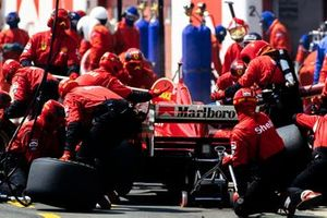 Michael Schumacher, Ferrari F310, makes a pitstop