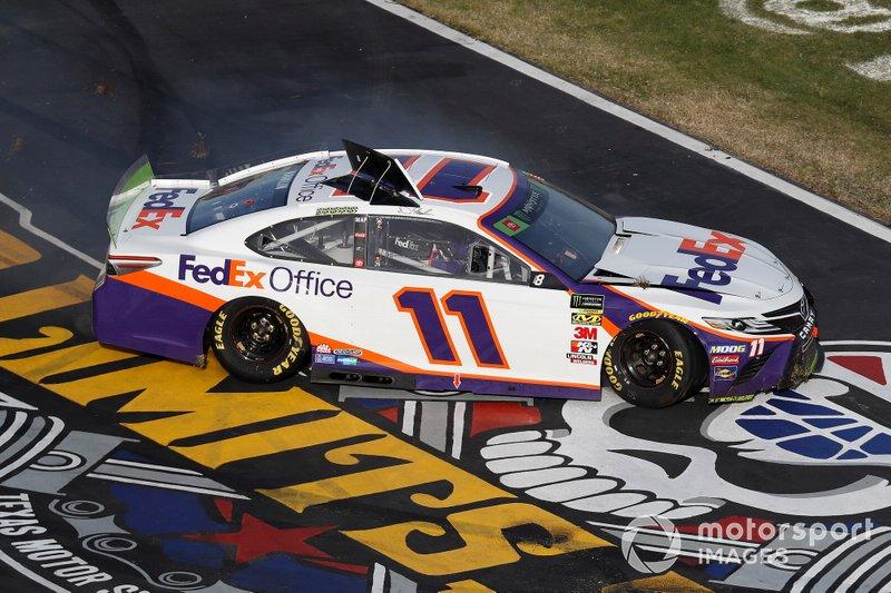 Denny Hamlin, Joe Gibbs Racing, Toyota Camry FedEx Office, crash