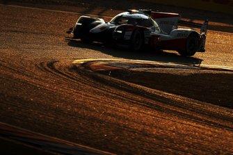 Себастьен Буэми, Казуки Накаджима и Брендон Хартли, Toyota Gazoo Racing, Toyota TS050 Hybrid (№8)