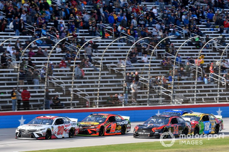 Erik Jones, Joe Gibbs Racing, Toyota Camry Sport Clips, Martin Truex Jr., Joe Gibbs Racing, Toyota Camry Bass Pro Shops, Clint Bowyer, Stewart-Haas Racing, Ford Mustang Mobil 1 / Rush Truck Centers, Kyle Busch, Joe Gibbs Racing, Toyota Camry M&M's