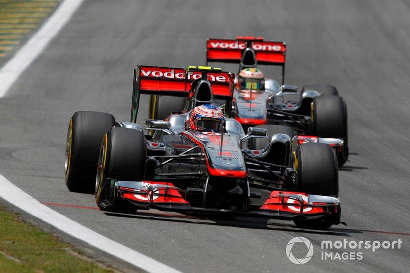 Jenson Button et Lewis Hamilton en piste