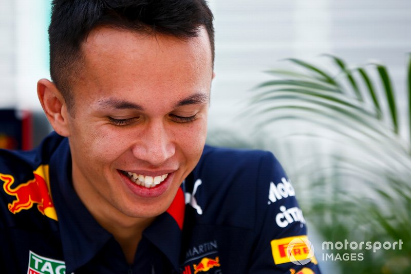 Alex Albon, Red Bull Racing, parla con i media