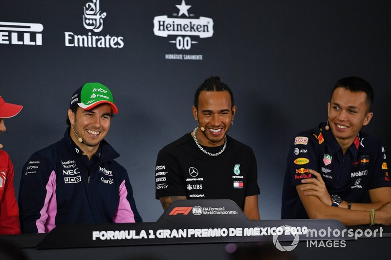 Sergio Pérez, Racing Point,Lewis Hamilton, Mercedes AMG F1 y Alex Albon, Red Bull Racing ien la conferencia de prensa